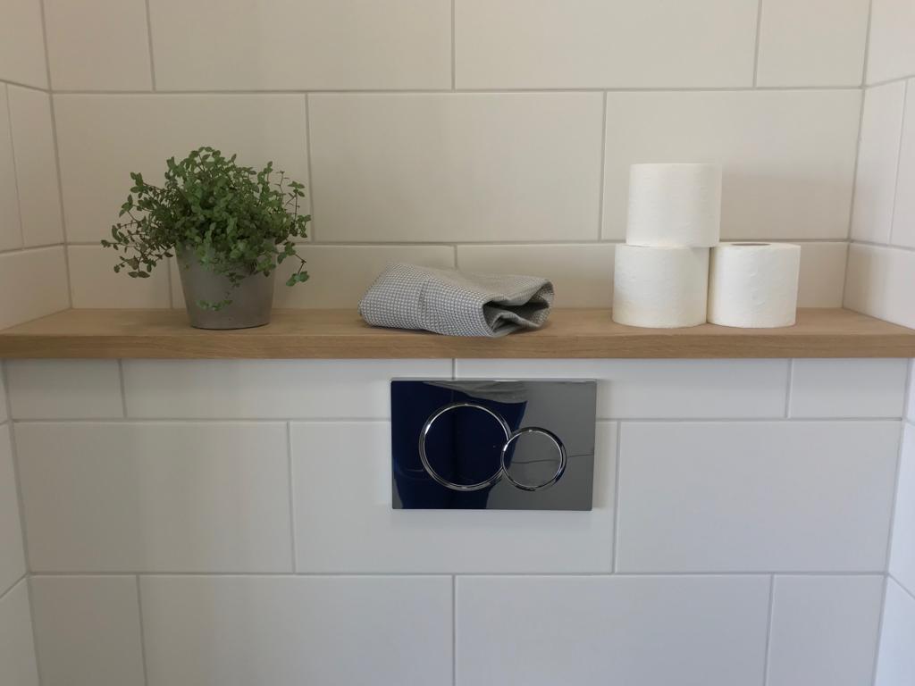 Seinäintegroitu wc
